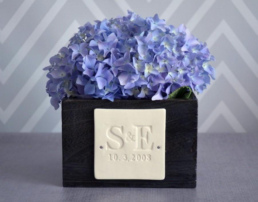Hochzeit - PERSONALIZED Wedding Gift - Short Kiri Wood Vase with Initals