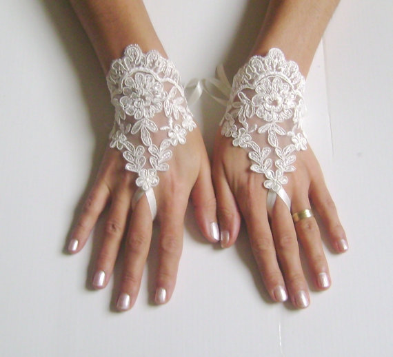Mariage - Fingerless glove lace Ivory Wedding gloves bridal gloves lace gloves fingerless gloves french lace gloves gloves free ship