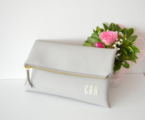 Свадьба - Light grey monogram printed clutch / Personalized clutch bag / Foldover clutch purse / Bridesmaids gift / Wedding accessory