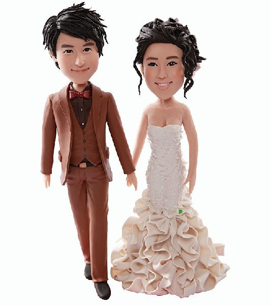 Mariage - Custom Personalized Wedding Cake Topper Bobble Head Clay Figurine Based on Customers' Photos Birthday Cake Topper Wedding Gifts Decoration