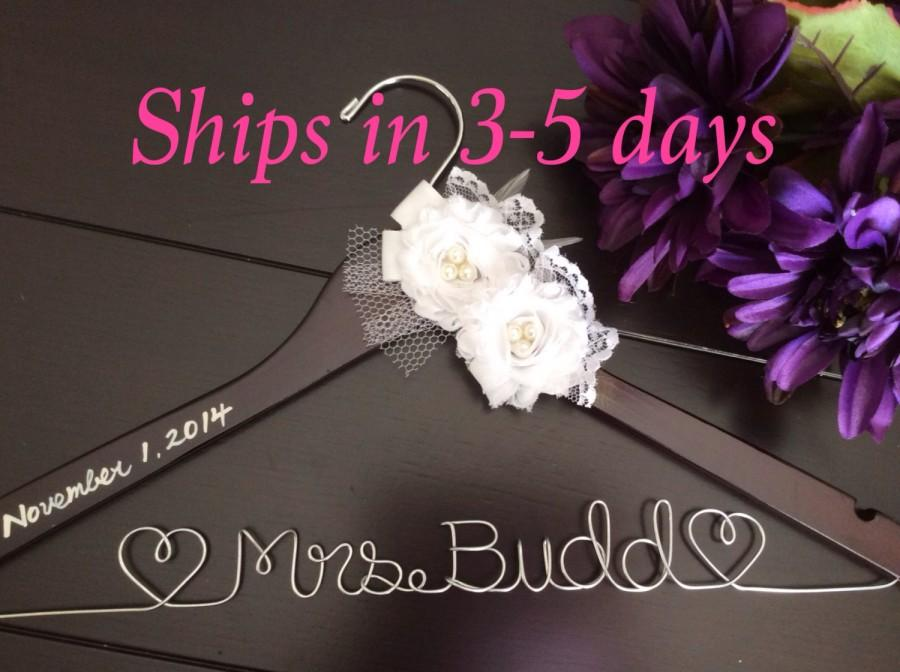 Свадьба - 3 DAYS SALE--Wedding hanger, custom wire hanger, bridal hanger, bride gift, bridesmaids gift, custom made hanger