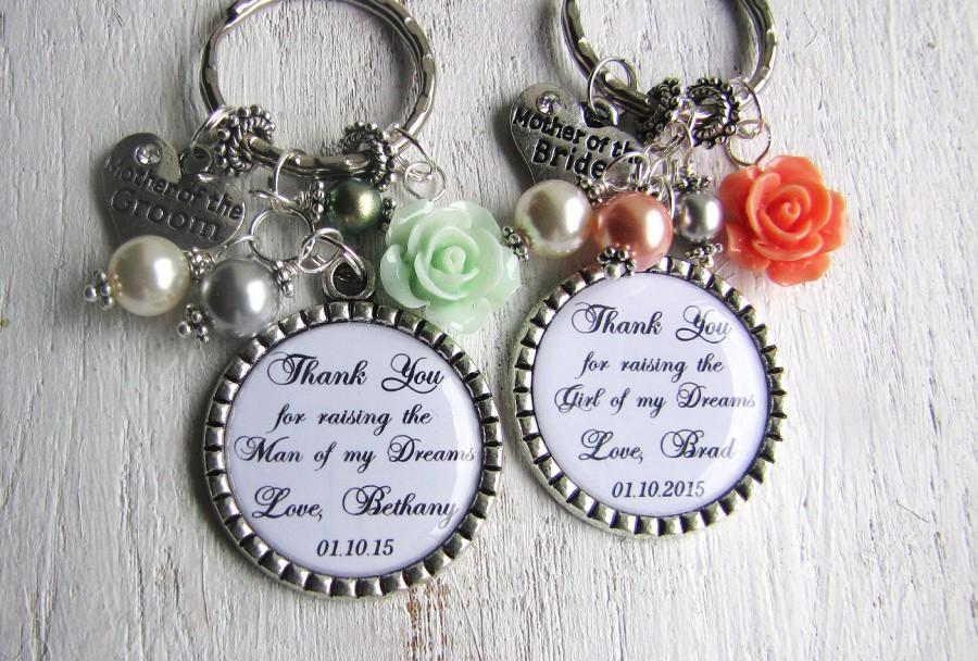 Mariage - Wedding Gifts for Parents, Set of 2 Keychains or Necklaces, Mother of the GROOM and Mother of the BRIDE, Wedding Party with Swarovski Pearls
