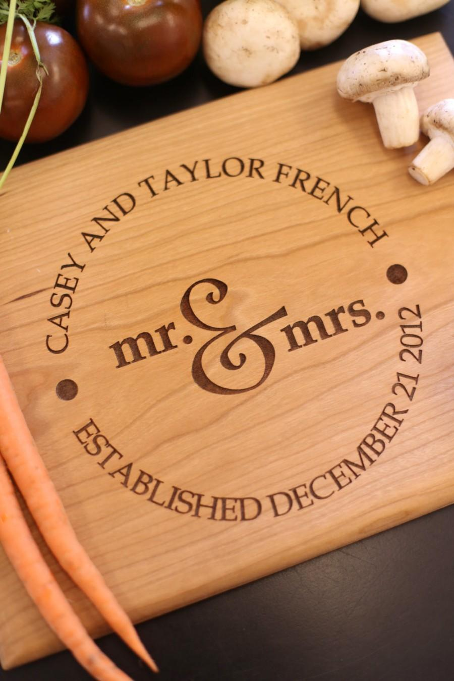 Mariage - Personalized Cutting Board Newlyweds Christmas Gift Bridal Shower Gift Wedding Gift Engraved (Item Number MHD20015)