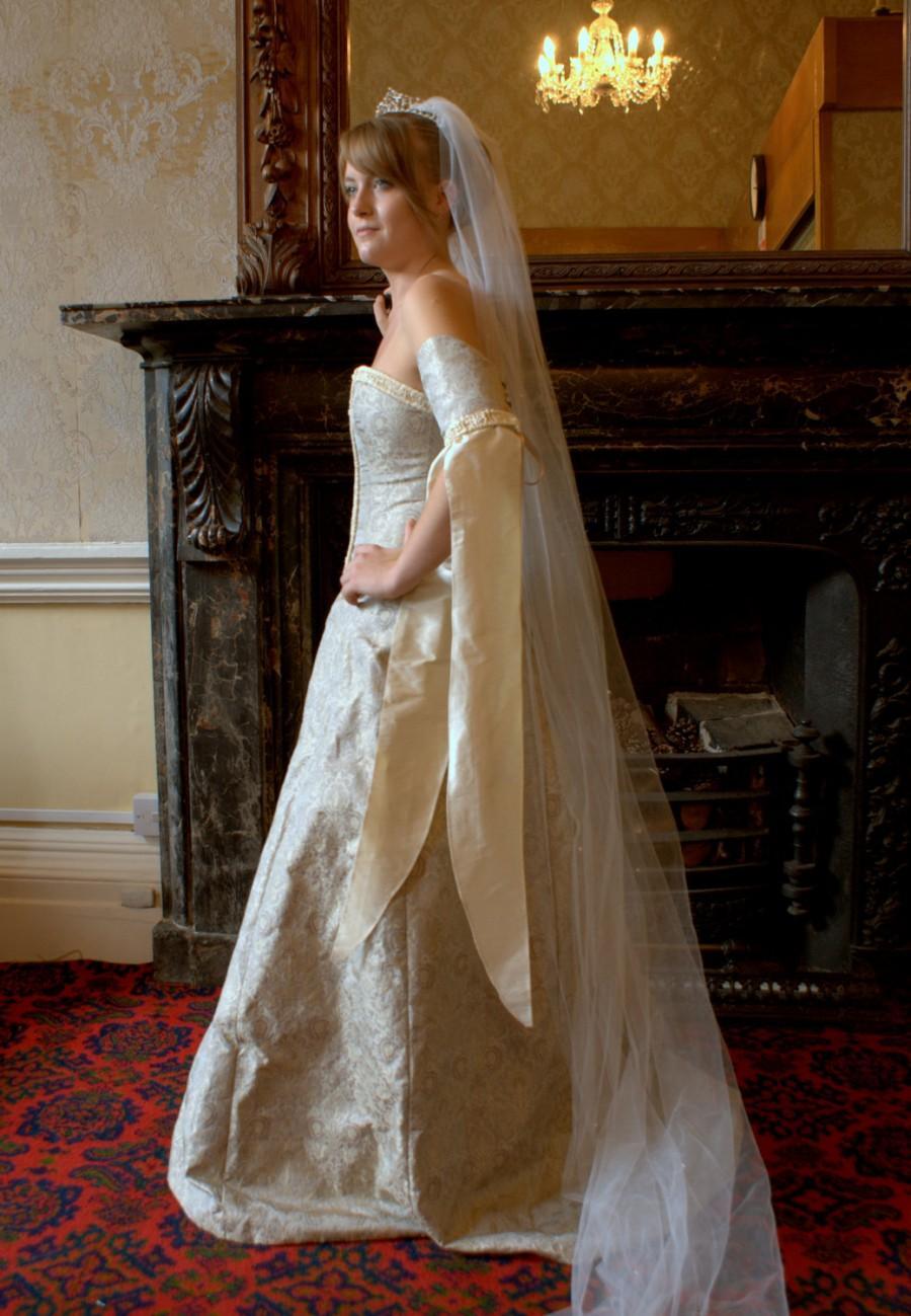 زفاف - SALE Lady Susanne Medieval Style Wedding Gown *Sample Sale Reduced Price*