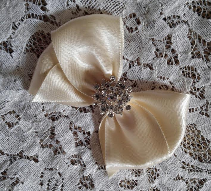"Hochzeit - Ivory Satin Hair Bow with Rhinestone Center, Ivory Flower Girl Hair Bow, 4"" Hair Bow"