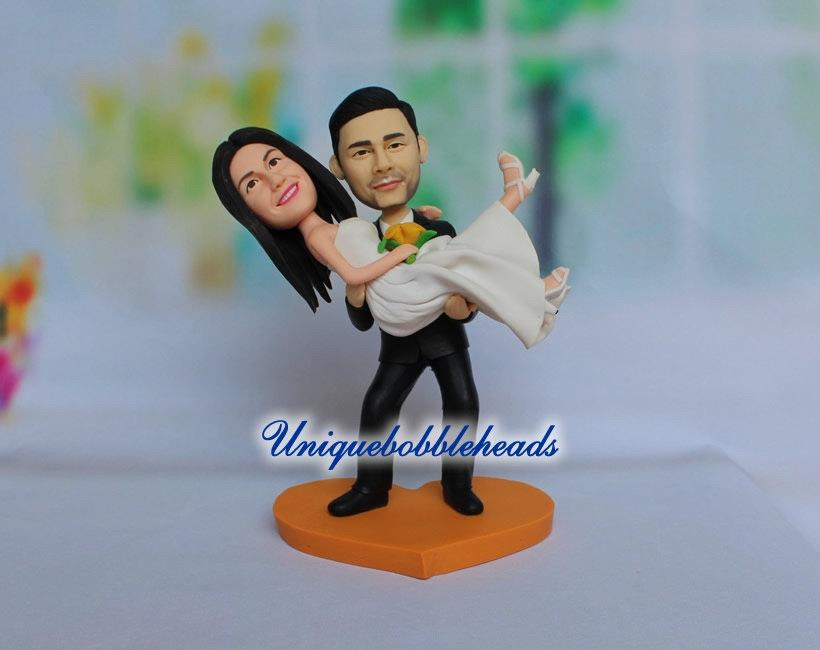 Mariage - Custom wedding cake topper,grooms carrying bride,mr and mrs cake topper,princess hug,bride and groom cake topper,