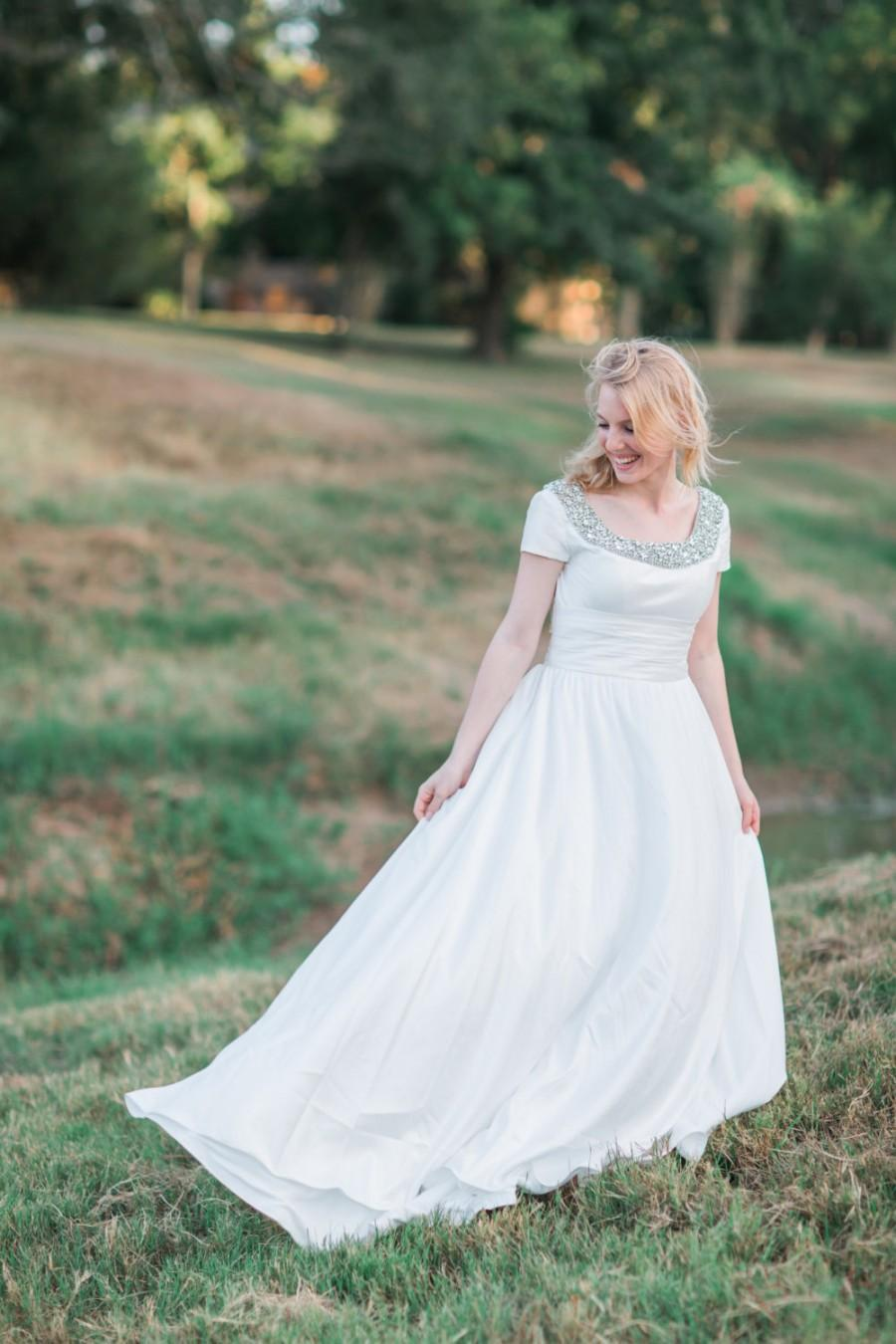 Mariage - Wedding Dress with Short Sleeves and Hidden Pockets - The Valentina Dress