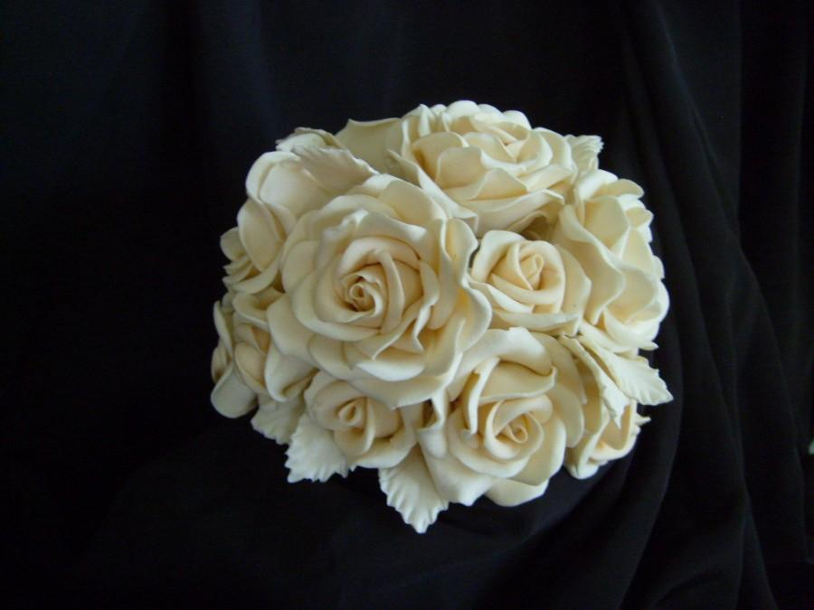 Mariage - Roses Sugar Gumpaste Shades of Ivory Roses and Leaves Wedding Cake Topper 15 to 18 Roses