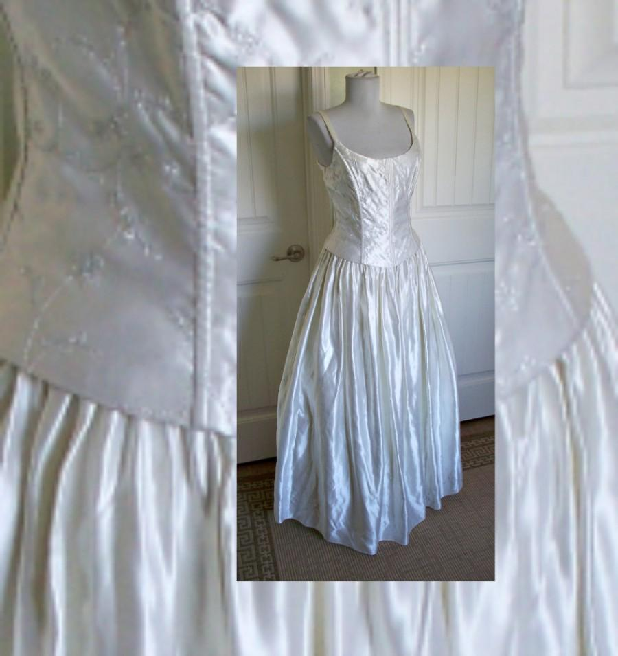 Vintage jessica mcclintock gunne sax white with silver metallic vintage jessica mcclintock gunne sax white with silver metallic detail wedding gown ombrellifo Images