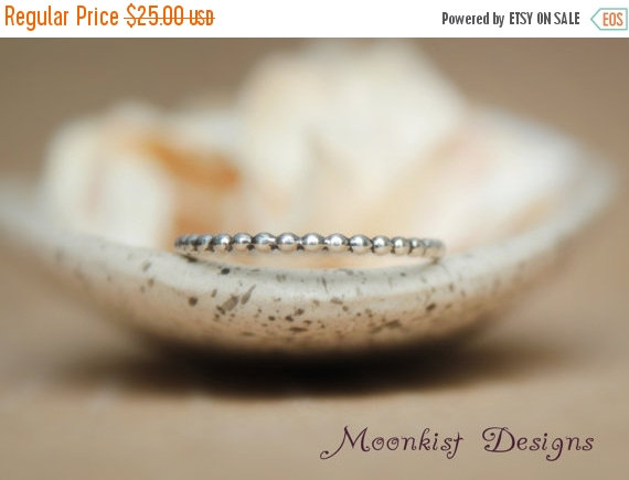 Свадьба - ON SALE Delicate Beaded Wedding Band in Sterling - Narrow Silver Bubble Wedding Band - Beaded Silver Accent Band - Beaded Stacking Ring