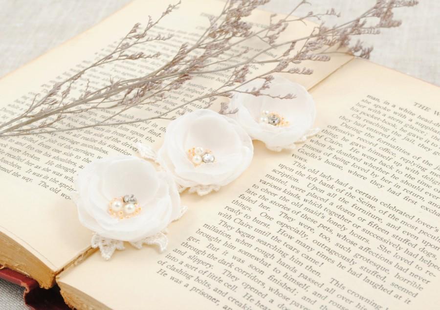 Hochzeit - White Bridal Flower Hair Clip, Hair Flowers, Set of 3 Flowers, Wedding Hair Pins, Woodland Wedding, Floral Hair Clip