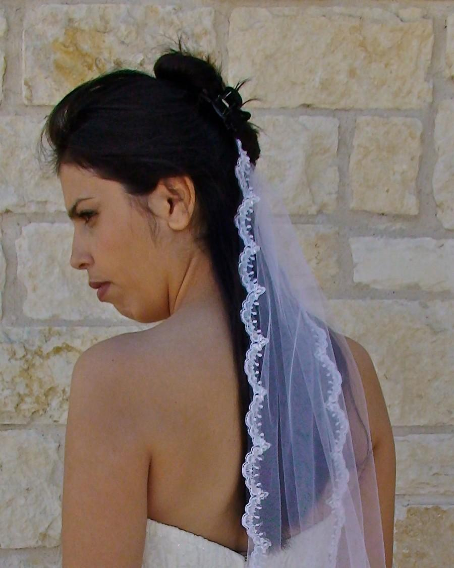 Mariage - Lace  Veil -  Scalloped Beaded Edge Lace White  or Ivory, gentle veil, delicate bridal veil, wedding veil in hip length
