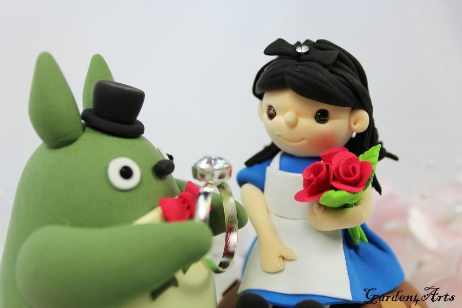 Свадьба - Custom Wedding Cake Topper--Lovely Couple with Sweet Mushroom and clay grass base