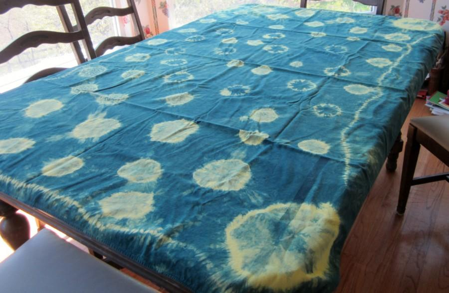 Hochzeit - Vintage Indigo Cotton Tablecloth with Shibori techniques for family dinners