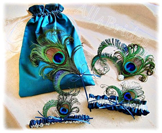 Свадьба - Peacock weddings Teal bridal garter set