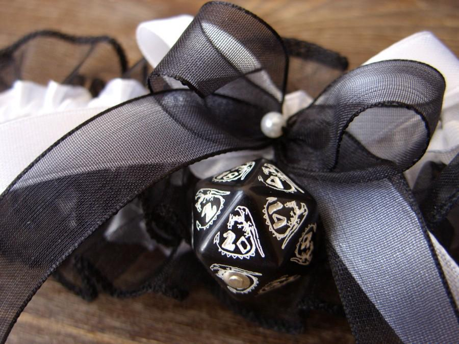 Свадьба - D20 dice garter dungeons and dragons gamers wedding bridal accessory geek rpg dragon dice white black