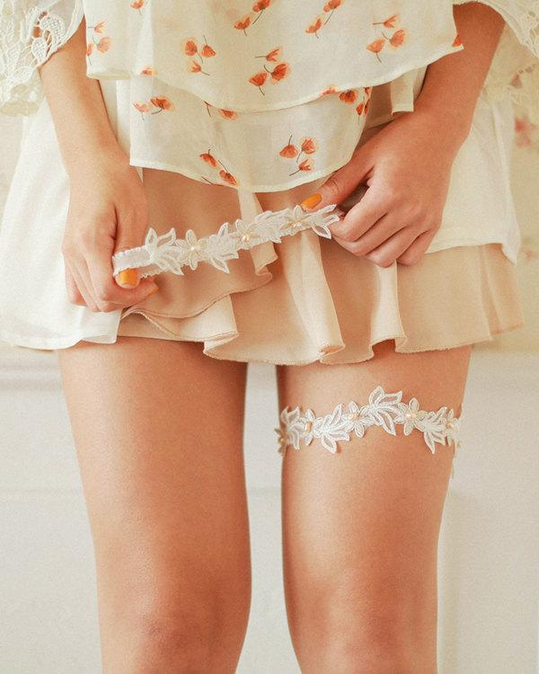 Свадьба - Pearl lace wedding garter, pearl bridal garter, peach ivory wedding garter set - style 499