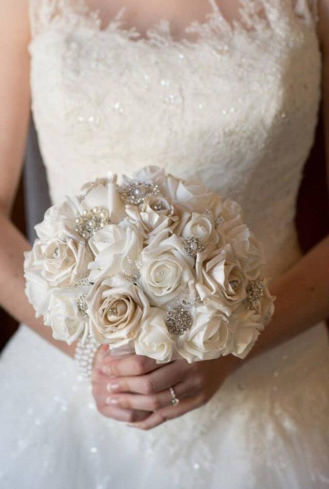 wedding bouquet winter wonderland style brooch and flower bouquet white pearls and diamante. Black Bedroom Furniture Sets. Home Design Ideas