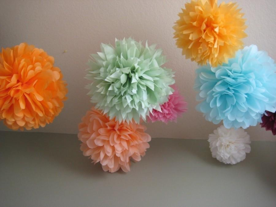 Свадьба - SALE - 20 Tissue Pom Pom Paper Flower DIY Decor Kit - Pick your colors - As seen on Gossip Girl