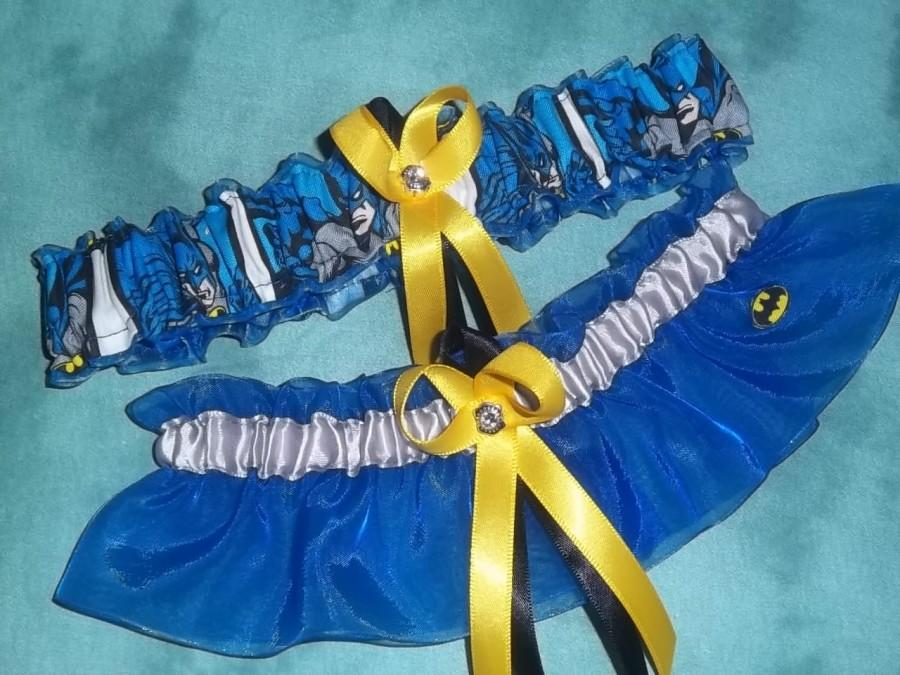 Свадьба - NEW Handmade wedding garters keepsake and toss BATMAN wedding garter set on black