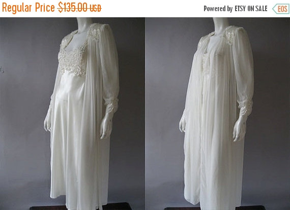 Свадьба - SALE Flora Nikrooz Peignoir -  Ivory Bridal Wear Nightgown and Robe