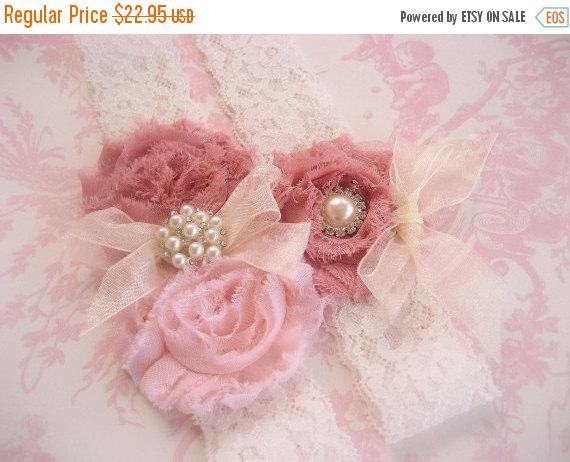 Свадьба - Wedding Garter, Vintage Bridal Garter,  Toss Garter  Dusty Rose, Ivory with Rhinestones and Pearls  Custom Wedding colors