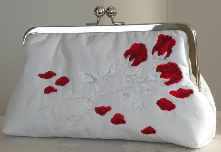 زفاف - Floral Bouquet Red Rose Embroidered Clutch/Purse/Bag..Wedding..Bridal White Silk..Free Monogram..Custom Photo Lining/Long Island Bride Gift