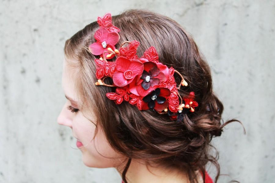 Mariage - Verigated red flower hair clip w/ embroidered lace and rhinestone for Bridal Party or VALENTINE.  Rustic wedding accessory.