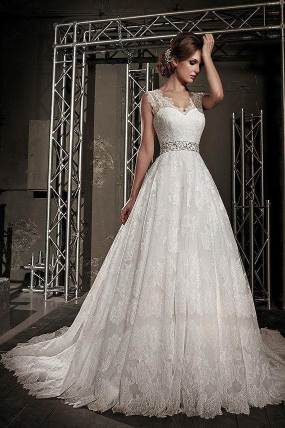Lace Wedding Dress.Sleeveless Wedding Dress.Full Skirt Wedding Dress ...