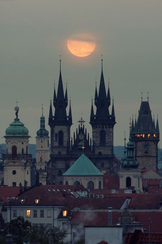 Свадьба - Moonrise, Prague, Czech Republic Photo Via Kjara (Blue Pueblo)