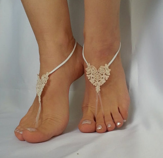 Свадьба - Bridesmaid gift 5 pair , bridal anklet, raw slik color ivory frame Beach wedding barefoot sandals, bangle anklet, free ship country wedding