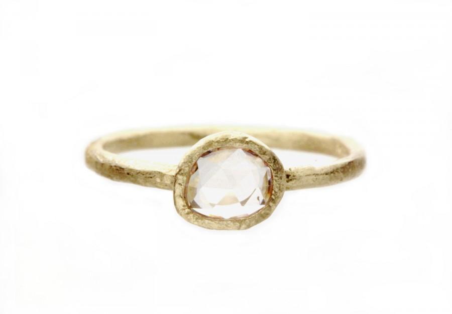 زفاف - Icy pink sapphire engagement ring. Rose cut. Handmade. 18k. Pinenut.