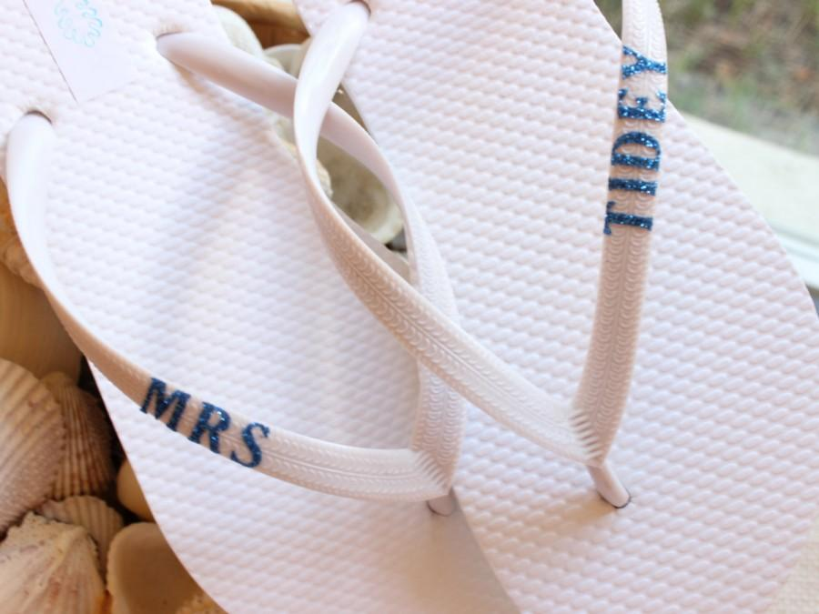 Mariage - Mrs Flip Flops, bride flip flops, monogram sandals, wedding sandals, bridal shoes flat, beach wedding shoes, monogram shoes, for bride to be