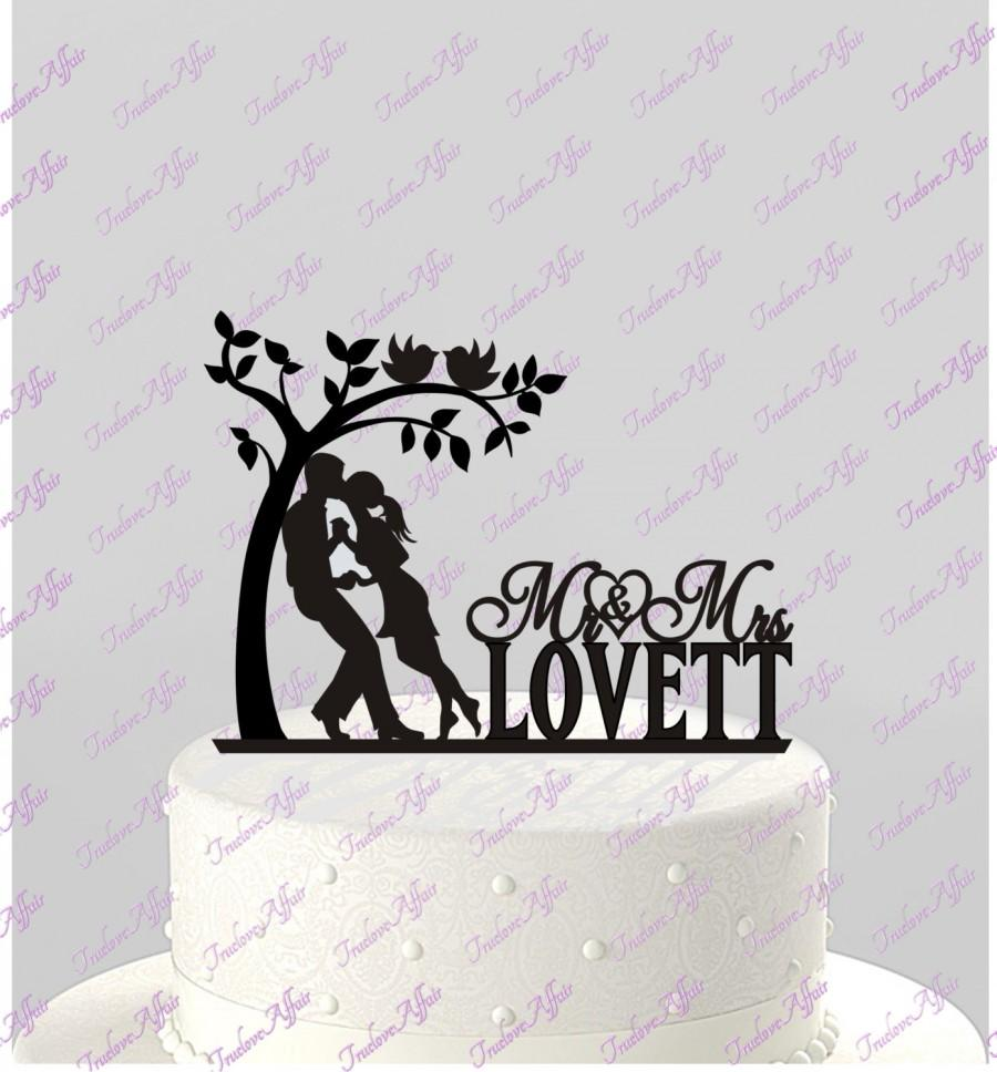 Свадьба - Wedding Cake Couple in Love Topper Mr and Mrs Silhouette Personalized with Last Name, Acrylic, Tree, Love birds Topper [CT46]