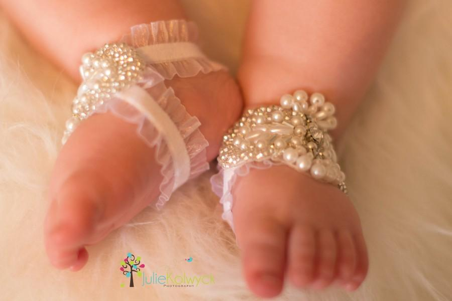 Свадьба - Baby shoes with rhinestones and pearls, Baby barefoot sandals, White babyshoes, Rhinestones, Pearls, Glass beads, Free shipping