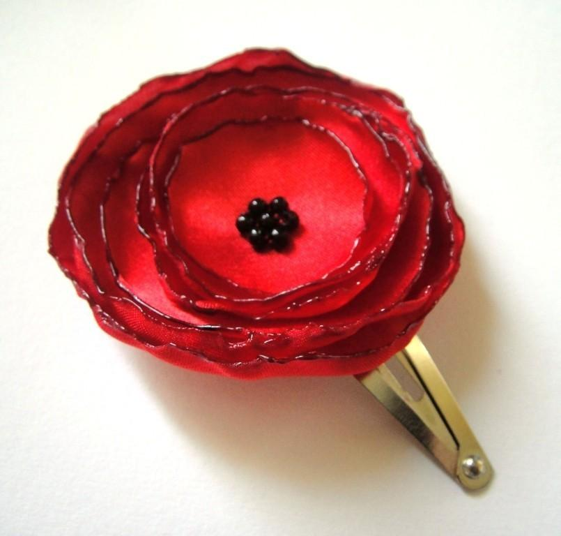 Mariage - ON SALE red poppy rose blossom flower hair snap clips (2 pieces)