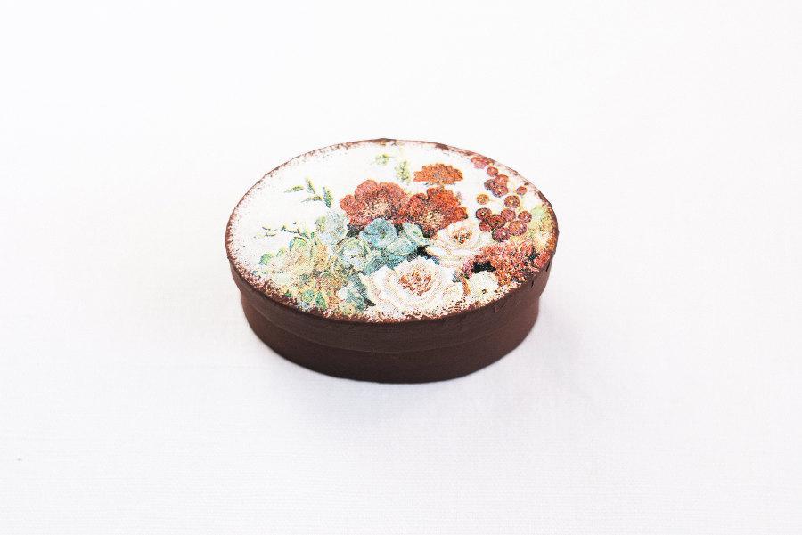Mariage - SALE! Cyber Monday! Tiny oval, dark brown vintage style cardboard box - Wedding box, ring bearer box, jewelry box