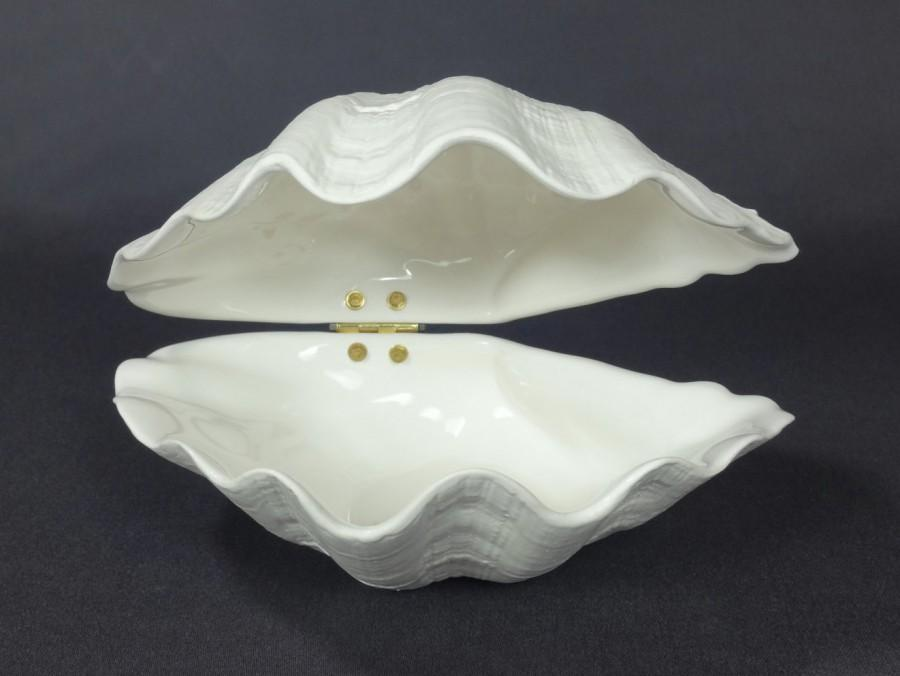 Ceramic Hinged Clam Shell In White 5 34 Ceramics Pottery