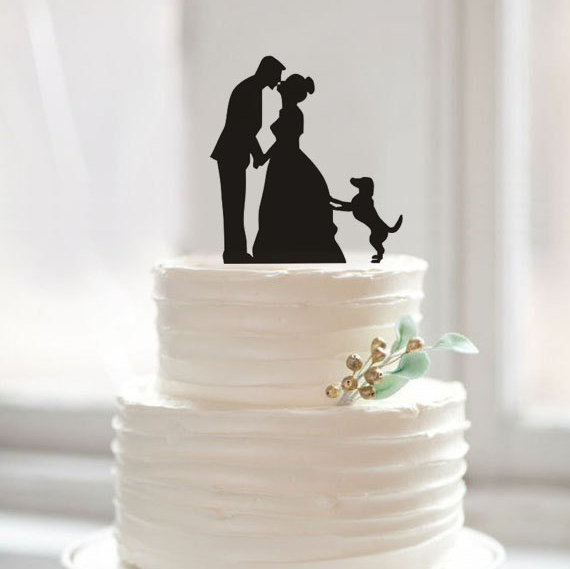 Mariage - Custom bride and groom kiss silhouette wedding cake topper,wedding cake topper with dog,romantic cake topper,unique acrylic cake topper