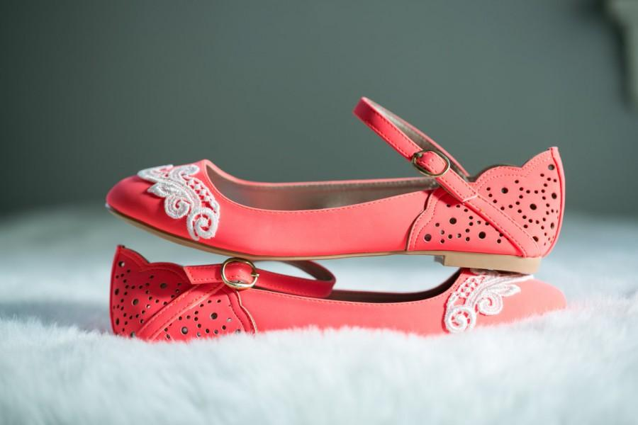 Свадьба - SALE. Neon Coral Ballet Flats, Wedding Flats, Bridal flats, Lace Flats, Bridal Shoes, Shoes, Wedding Shoes with Ivory Lace. US Size 8.5