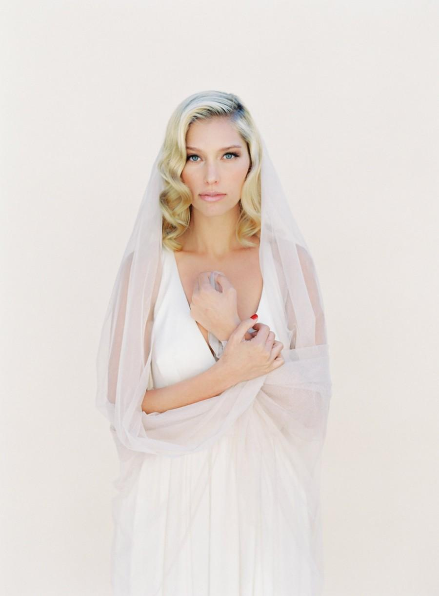 Mariage - Bridal Wedding Veil English Net, Ivory, White, Blush, Champagne, Simple Soft Sheer Fabric Classic Veil, Style: Little Something #0801 EN