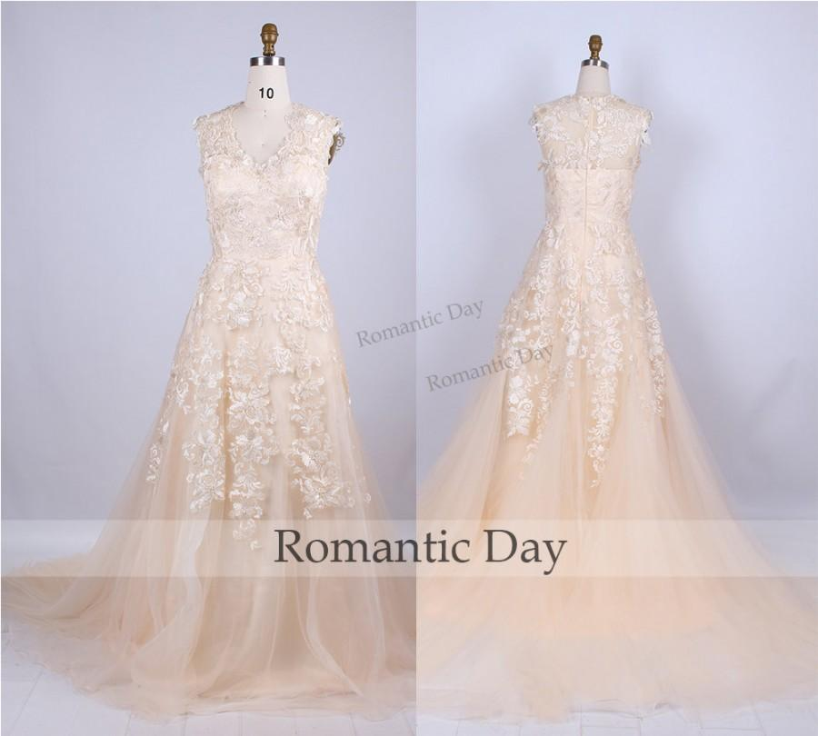Elegant champagne lace wedding dress appliques vintage for Jewelry for champagne wedding dress