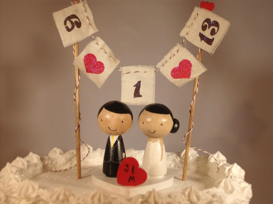 Mariage - Custom Kokeshi Cake Wedding Toppers with Base, Bunting and Heart, Love Bunting, Mr and Mrs Bunting