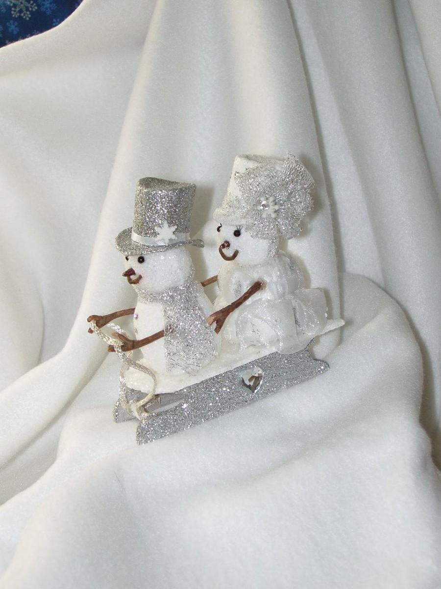 Mariage - Snowman Couple on a  Sled  Wedding Cake Topper