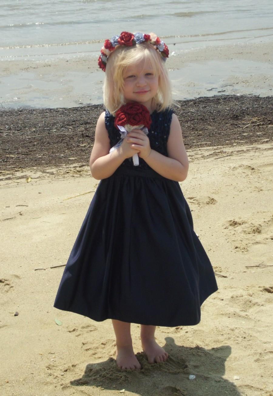 Mariage - Crochet Tiny Red Flower Girl Bouquet Or Brides Tossing Bouquet Hidden Heart Bouquet