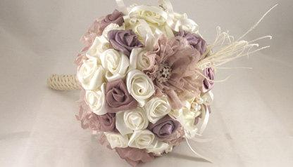 Свадьба - Wedding Bouquet / Bridal Bouquet with crystal brooches, white fabric flowers, ostrich Feathers/ Brooch Bouquet / Retro Bouquet