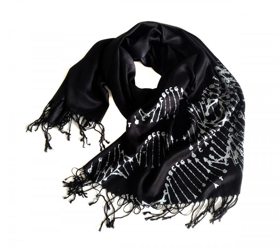 Mariage - DNA double helix scarf. Silkscreened pashmina, your choice of black scarf & more. Great science, researcher or teacher gift.