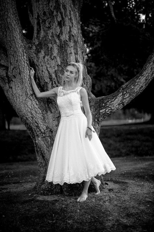 Mariage - 1950's style tea length wedding dress. Lace low backed bodice with open lace detail and full circle polka dot tulle skirt