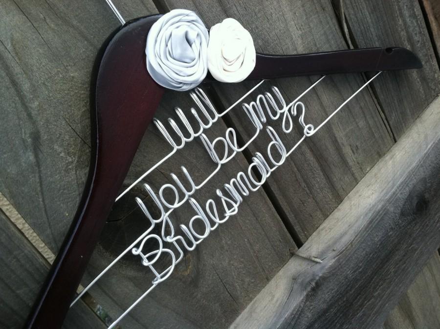 Mariage - Will You Be My Bridesmaid Wedding Hanger. Bridal Hanger. Flowers. Bridal Gift. Bridesmaid.