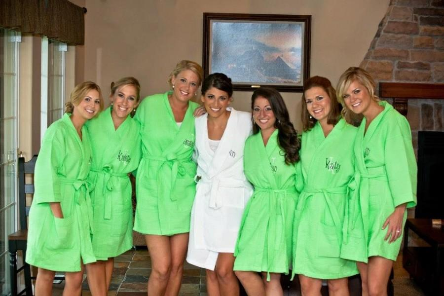 Mariage - 7 Personalized Spa Robes Bridesmaid Gift FREE front embroidery is included on all robes